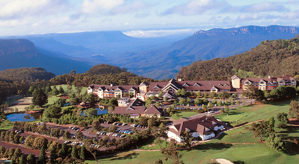Blue Mountains Escape with Deluxe Room, Breakfast and Wine