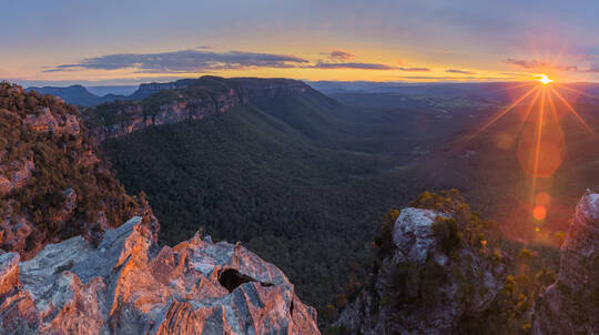 Overnight Blue Mountains Hiking Tour with Camping and Meals