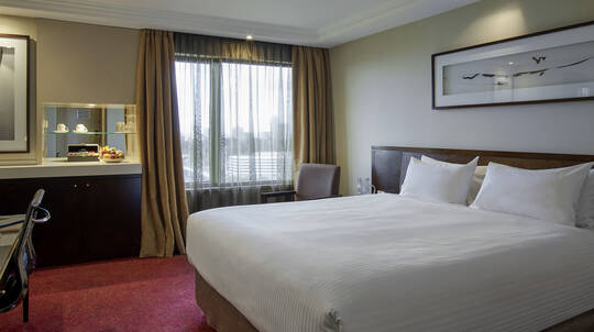 1 Night City Escape with Breakfast and Dining Voucher- For 2