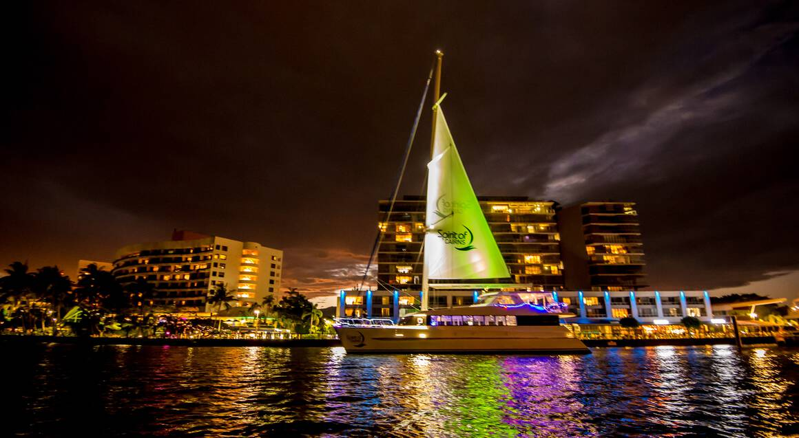 Cairns Harbour Cruise with Buffet Dinner