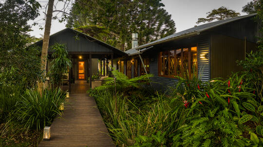 1 Night Hinterland Hideaway with Breakfast - For 4