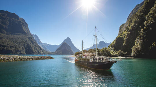 Milford Sound Coach and Nature Cruise from Te Anau
