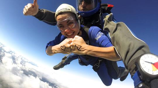 Tandem Skydive in Auckland - 13,000ft